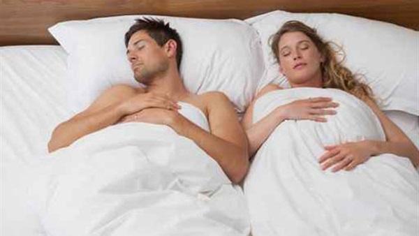 بالصور نوم الزوجين بدون ملابس بالصور , صور نوم الزوجين بدون ملابس 5497 8