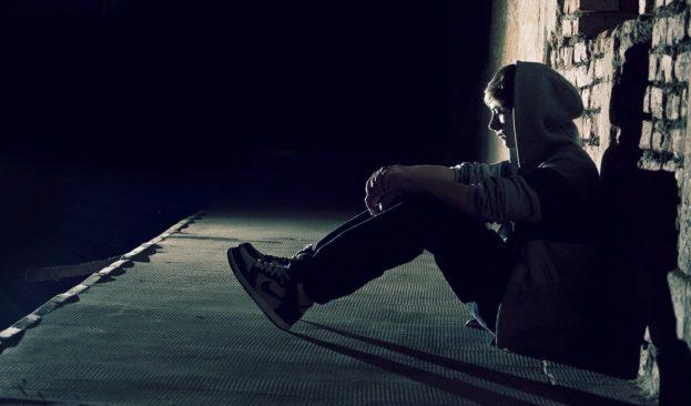 صور صور شباب حزينه , خلفيات شباب حزينة جدا من قسوة الحياة