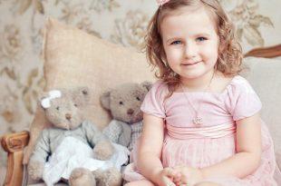 صورة صور بنات صغار حلوين , سبحان من جعل الابتسامه الهادئه في طفله صغيره