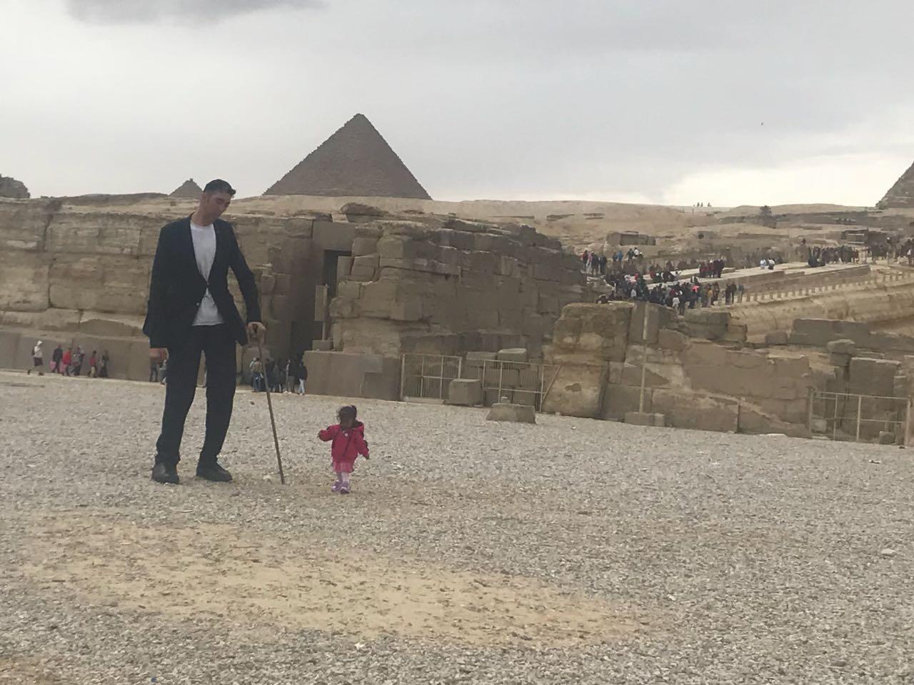 بالصور اطول رجل في العالم , اهم المعلومات عنه 2750 10