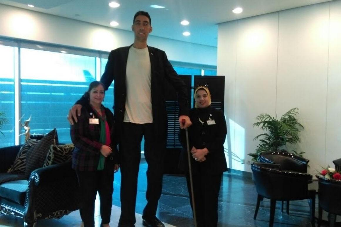 بالصور اطول رجل في العالم , اهم المعلومات عنه 2750 11