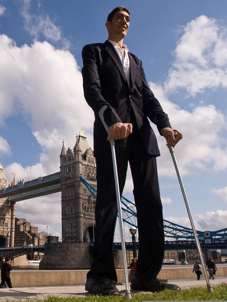 بالصور اطول رجل في العالم , اهم المعلومات عنه 2750 2