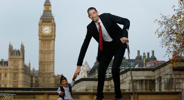 بالصور اطول رجل في العالم , اهم المعلومات عنه 2750 3