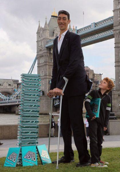بالصور اطول رجل في العالم , اهم المعلومات عنه 2750 4
