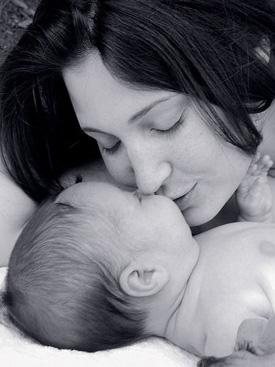 صورة صور بوس جامد , صور بوس ام لاطفالها