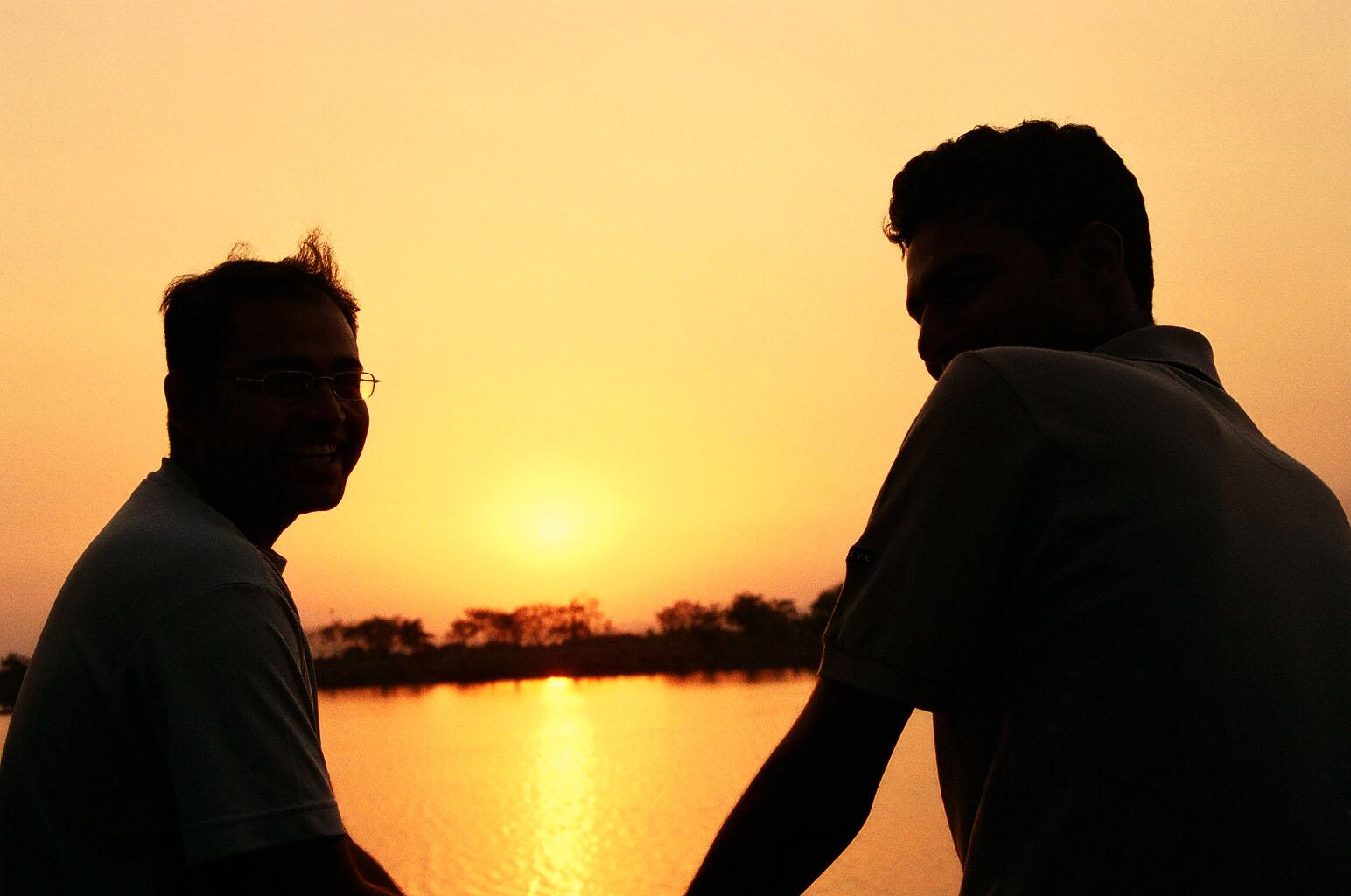 بالصور صور معبرة عن الصداقة , صديقك الوفي هو الكنز الحقيقي 4452 3