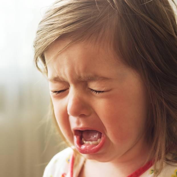 بالصور طفلة تبكي , صور دموع اطفال حزينة 4497 11