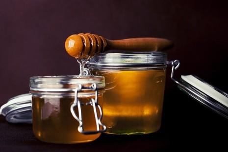 صورة شرب العسل في المنام , تناول العسل في الحلم