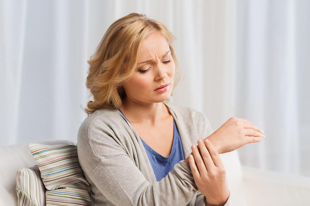 صورة علاج تنميل اليدين اثناء النوم بالاعشاب , طرق التخلص من تنميل اليدين اثناء النوم 11910 1